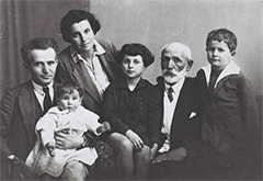 David Ben-Gurion photographed in 1929 with his wife, children and father