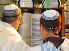 Reading a Sephardi-style Torah scroll on a weekday morning
