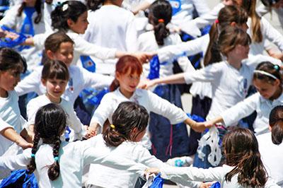 children dance to celebrate Yom HaAtzma'ut